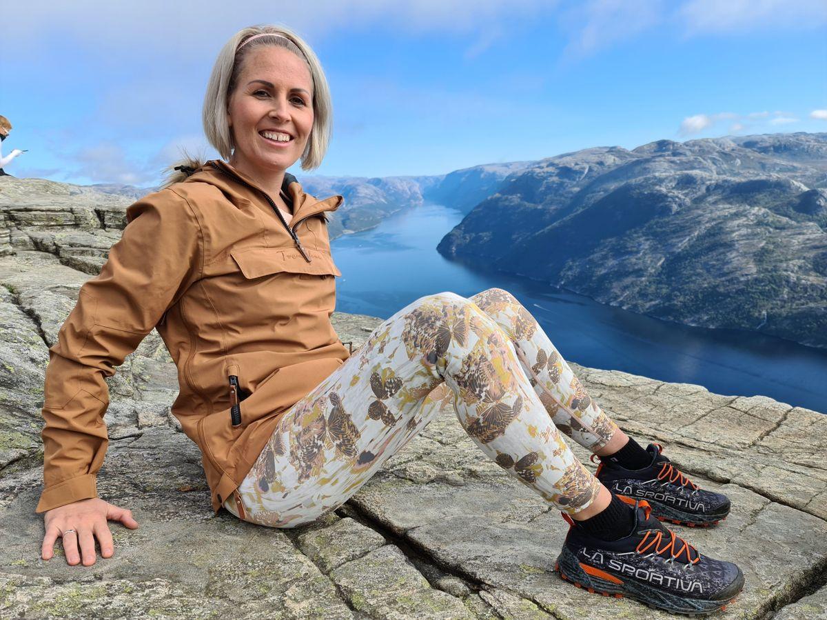 Silje Bjønnanrå Drangsholt (Sp) er politiker i Birkenes i Agder. Hun er glad i å gå på tur. Her på Prekestolen ved Lysefjord.