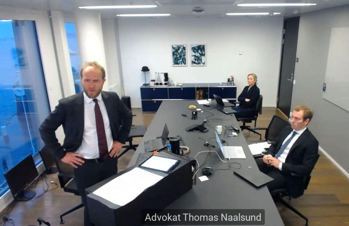 Et glimt fra behandlingen av begjæringen om å få stoppet inngåelse av pensjonskontrakt mellom Vestland fylkeskommune og Storebrand. Her KLPs advokat Thomas Naalsund i aksjon.