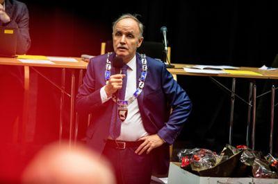 Ordfører Sture Pedersen (H) og kommunestyret i Bø er de første som setter ned formuesskatten for å tiltrekke seg rike innbyggere.