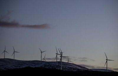 Ånstadblåheia vindpark i Nordland: Her er det er installert 14 Vestas turbiner på 3,6 MW hver. Rotordiameter er 126 meter, tårnhøyde 87 meter. Total effekt er 50,4 MW. Årsproduksjon er 150 GWh. Kraftverket eies av Fortum, og driftes av Nordkraft.