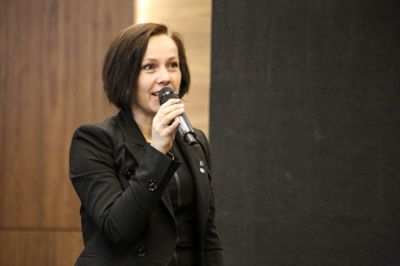 Sigrun W. Prestbakmo, ordfører i Salangen, reagerer på underskuddsgarantien som Bø kommune har fått.