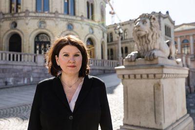 Akademikernes leder Kari Sollien mener at regelverket for hjemmekontor og fjernarbeid bør oppdateres snarest mulig. Og det må i tilstrekkelig grad sikre de ansattes behov for fleksible løsninger, sier hun.