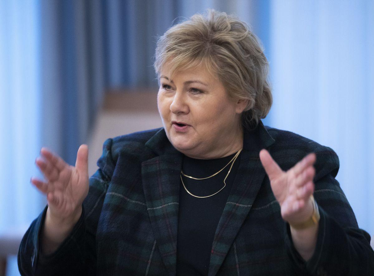 – Alle kommuner har mulighet til å sette ned inntektsskatten og den kommunale formuesskatten. Når ingen har gjort det, er det nok fordi man kanskje vet at det er veldig vanskelig med den typen detaljert inntektssystem som vi har, sier statsminister Erna Solberg til NTB.