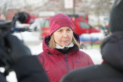 DSB-direktør Elisabeth S. Aarsæther besøkte Ask i Gjerdrum tirsdag og fikk en oversikt over arbeidet etter skredet.