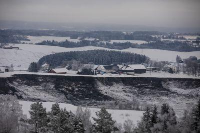 – Når en så alvorlig hendelse som skredet i Gjerdrum inntreffer, må vi gå nøye gjennom årsaksforholdene og vurdere om samfunnets håndtering av risikoen kan forbedres, sier olje- og energiminister Tina Bru (H).