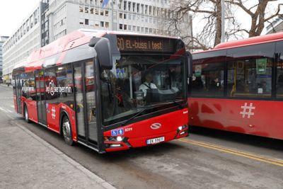 De største byene er på god vei til å gjøre bussene fossilfrie. Oslo har investert mye i elbusser, og setter 109 nye busser i drift om ett år. De koster litt mer enn dieselbusser, men driften er billigere.