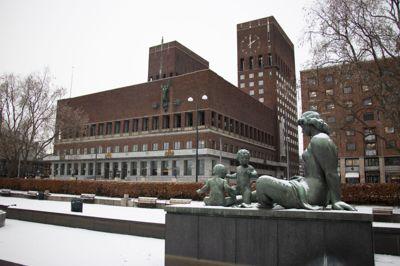 Oslo kommune troner suverent på eiendomsskattetoppen blant kommunene. Oslo fikk inn 1,6 milliarder kroner i eiendomsskatt i 2020, hvorav skatt på boliger og fritidsboliger utgjorde 587 millioner kroner.