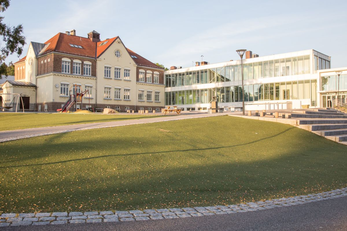 Antall skoler i Norge med mer enn 500 elever har økt med 56 prosent i løpet av ti år. På bildet vises Tåsen skole i Oslo, som har 700 elever.