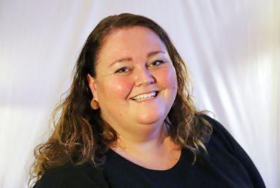 Åsnes-ordfører Kari Heggelund (Sp) sier det er positivt at kommunen har ansatte som ønsker å utvikle seg. Hun gleder seg til å bli bedre kjent med søkerne.