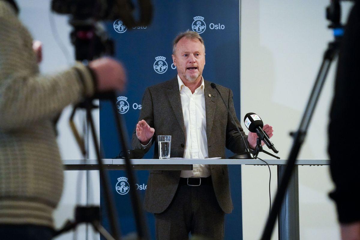 Byrådsleder Raymond Johansen (Ap) i Oslo er blant storbylederne som har kritisert regjeringen for ikke å ha vært godt nok forberedt på pandemien.