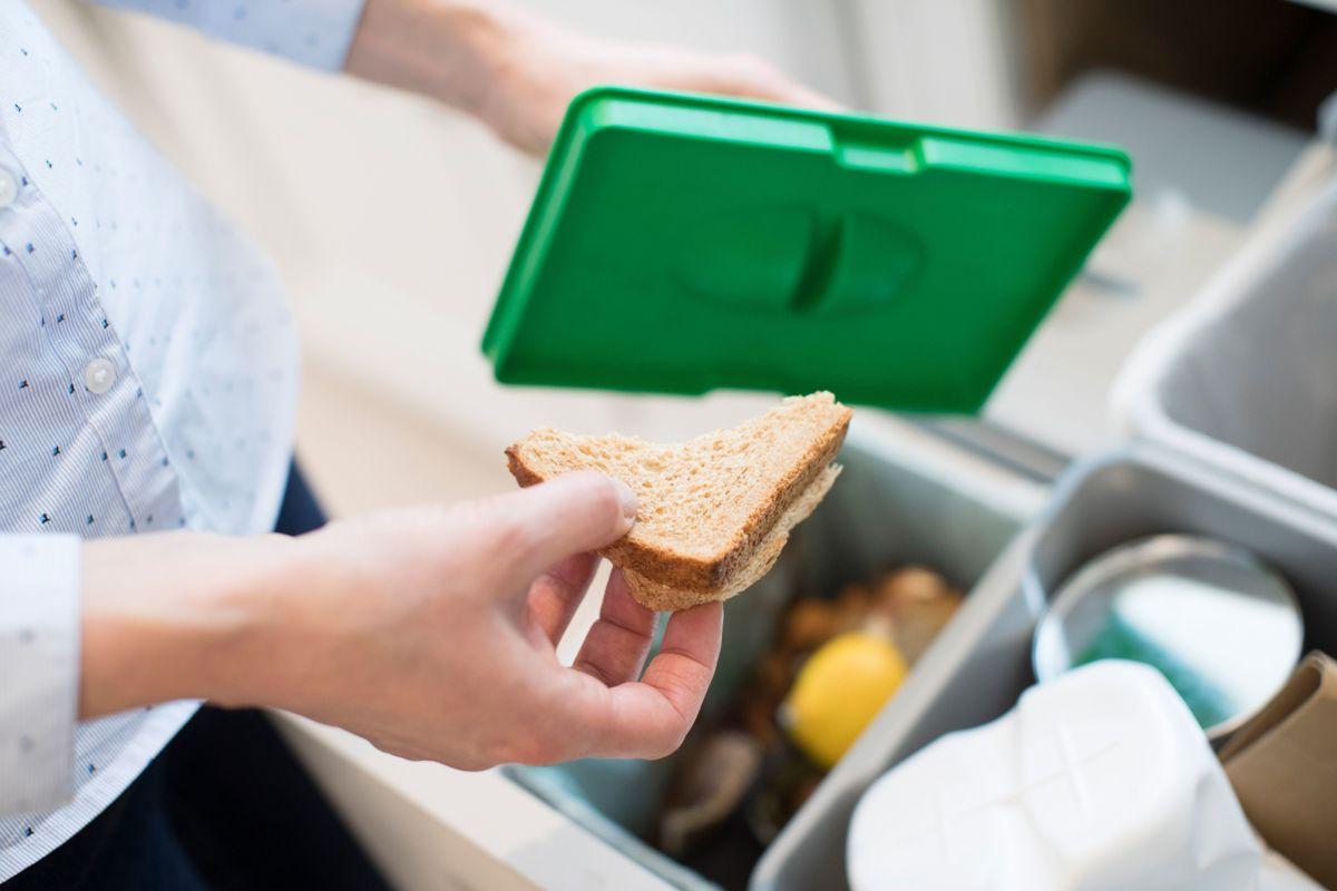 Hver av oss kaster i snitt 43 kilo spiselig mat i året, ifølge Matvett og Norsus.