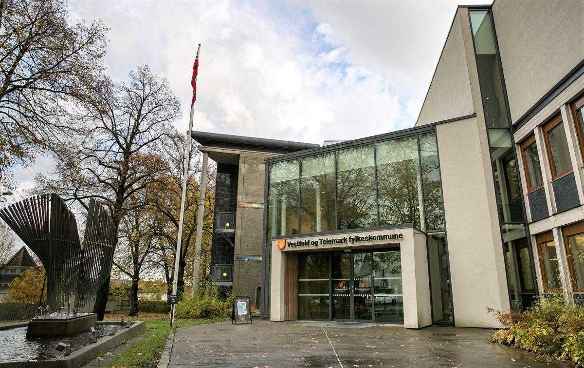 Uroen i Vestfold og Telemark fylkeskommune ser ikke ut til å legge seg.