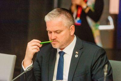 Statsforvalter Tom Cato Karlsen, her fotografert mens han ennå var statssekretær under et møte med EUs transportministre.