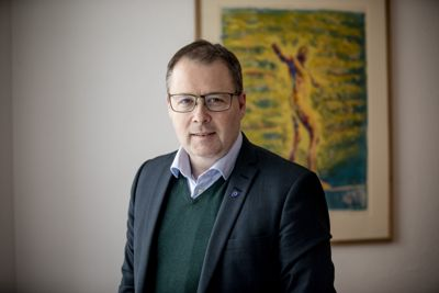 KS-leder Bjørn Arild Gram og landsstyret i KS ser at pandemien skaper utgifter og inntektsbortfall i lang tid framover.