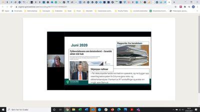 Personvernkoordinator Hilde Grunt i Innlandet (t.v.) viser presseoppslag etter datainnbruddet.