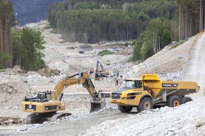 Anleggsarbeid på ny E6 mellom Kvam og Sjoa i Gudbrandsdalen i 2015. Forskning viser at nye og bedre veier gir netto tap for samfunnet.