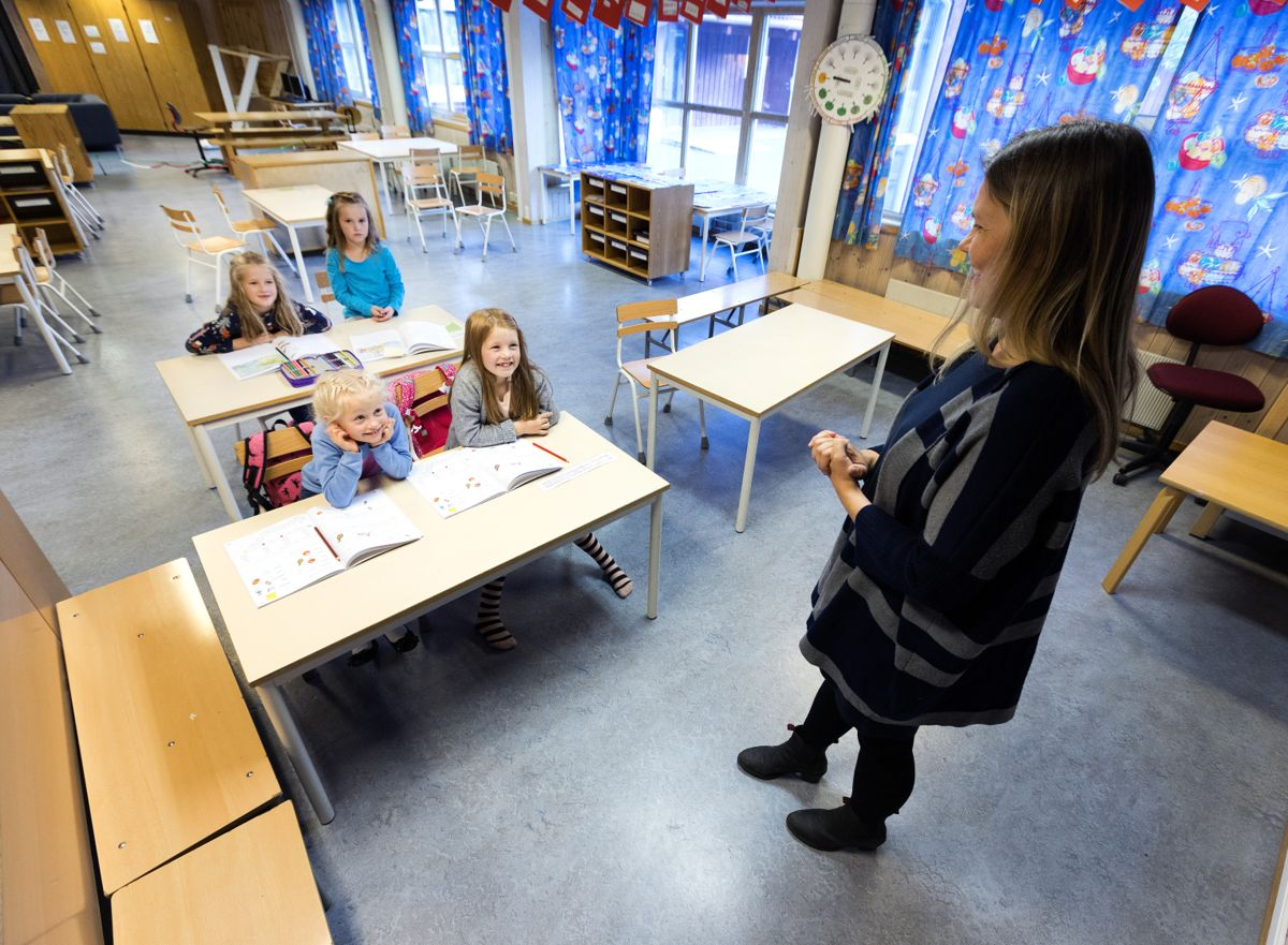 Lærere og andre offentlig ansatte mener detaljstyring og rapporteringskrav gjør det vanskelig å utføre jobben på en forsvarlig måte, skriver Hilde Nagell.