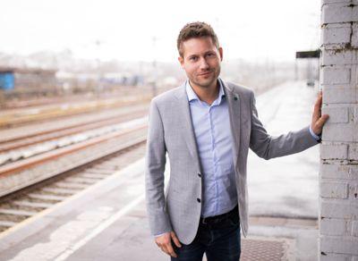 Fylkespolitiker Kjartan Alexander Lunde (V) ønsker kjønnsnøytrale yrkestitler velkommen, også i Rogaland fylke.