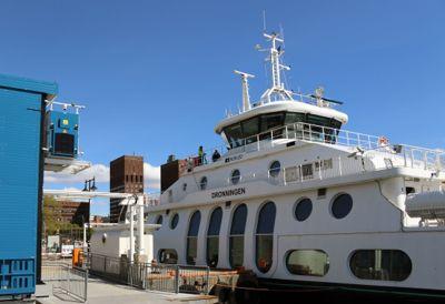 Utnyttelse av ladeinfrastruktur er noe av det Oslo skal se på i et nytt europeisk forskningsprosjekt på transport. Her fra ladeanlegget til Nesoddbåten.Båtene kobles på når de legger til brygge.