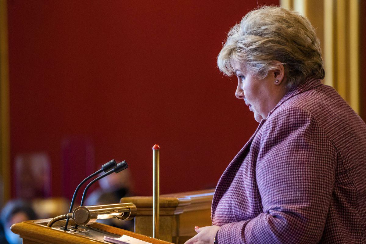Statsminister Erna Solberg (H) redegjorde om koronasituasjonen i Stortinget tirsdag.