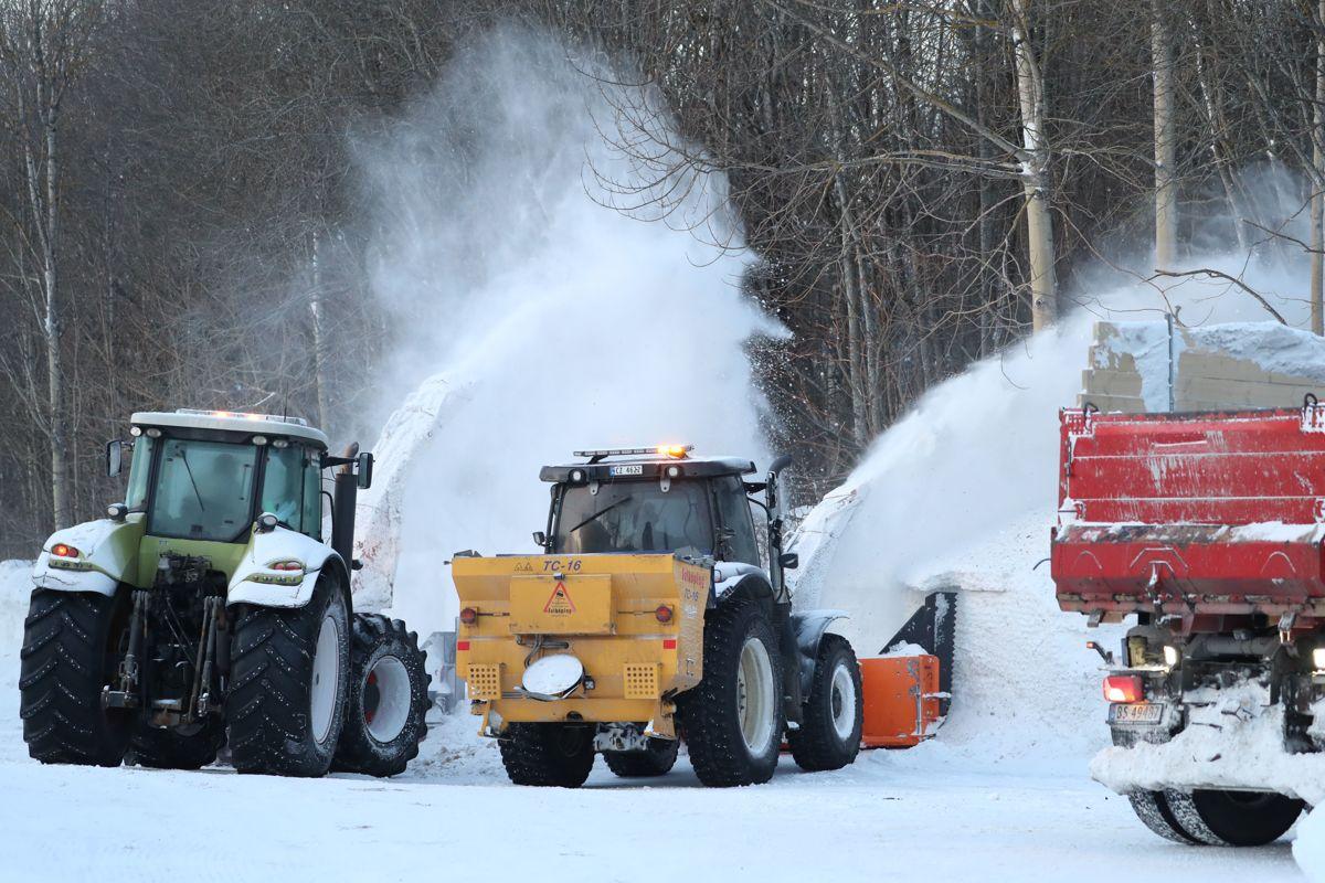 Veilederen om deponering av snø kommer i løpet av våren, ifølge Miljødirektoratet. Bildet er fra snørydding i Oslo.