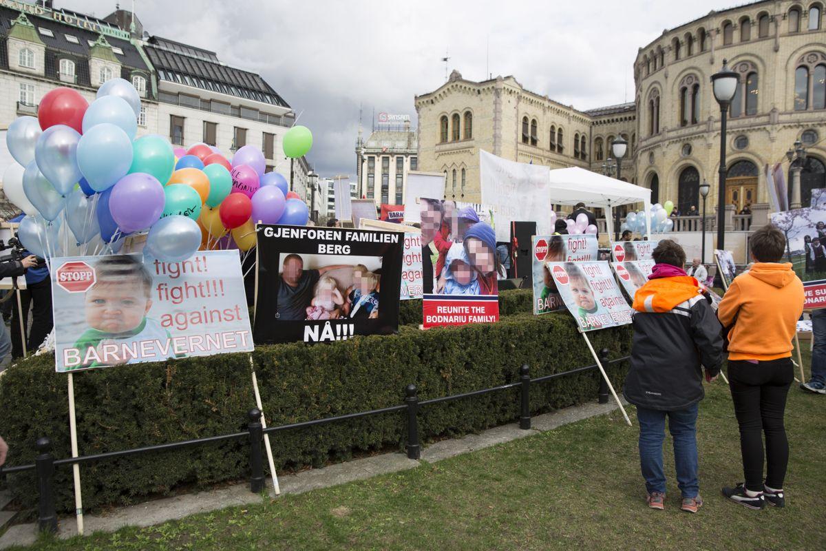 Det er sentralt at lokalpolitikere engasjerer seg i kommunens eget barnevern, støtter de ansatte og reagerer på hets, hatefulle ytringer og sjikane, skriver Kjell Ingolf Ropstad og Bjørn Arild Gram. Bildet er fra en demonstrasjon mot barnevernet i 2016.