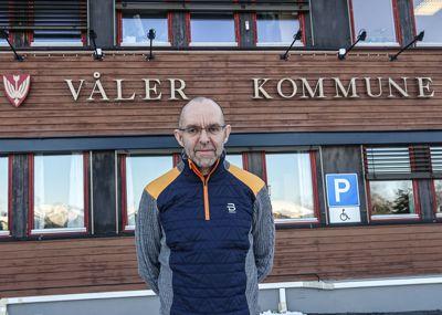 Kommunedirektør Rune Antonsen anbefalte kommunestyret å avvise dispensasjon for bli ferdig med den omstridte byggesaken i Våler. Kommunestyret ønsker nye undersøkelser.