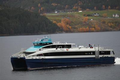 Det koster Nordland 853 kroner per reisende å tilby båtrutene i fylket, viser foreløpige 2020-tall som Kommunal Rapport har hentet fra Kostra-basen. Her fylkeskommuens nye hurtigbåt MS Fredrikke Tønder-Olsen som kom til Helgeland i februar.