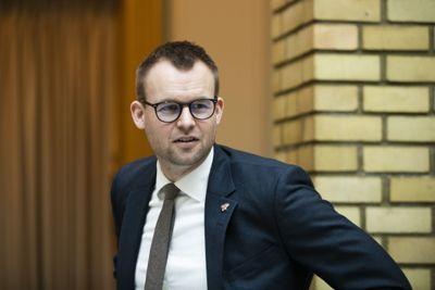 Barne- og familieminister Kjell Ingolf Ropstad (KrF) vil ha økt kompetanse og flere ideelle aktører i barnevernet.
