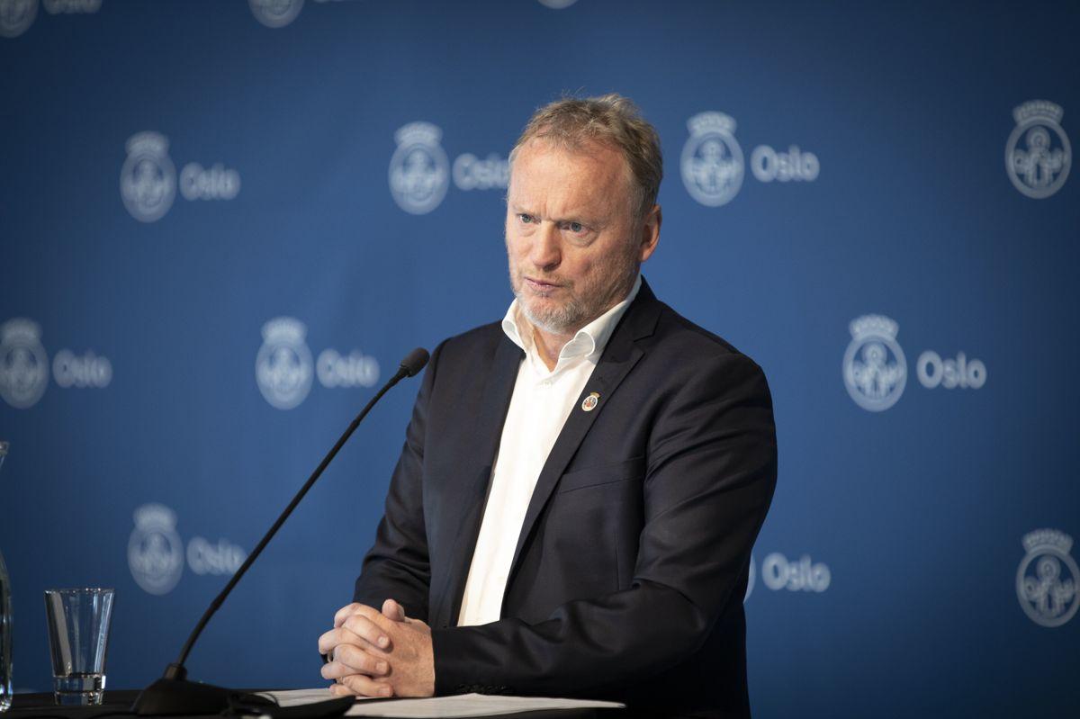 – Vi trenger en avklaring om vaksinering av barn og unge nå, sier byrådsleder Raymond Johansen (Ap.