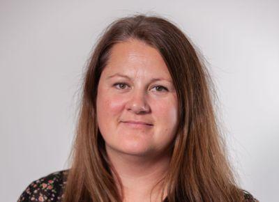 Hovedutvalgsleder Karianne Torvanger i Vestland fylkeskommune har nå søkt om fritak fra vervet.