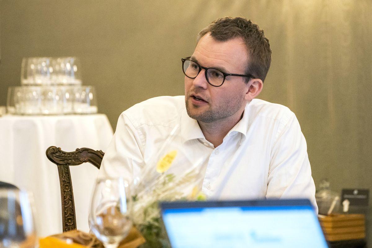Kjell Ingolf Ropstads forslag til barnevernslov bør utsettes til rettighetsutvalgets rapport er klar, mener Randi Haugland.
