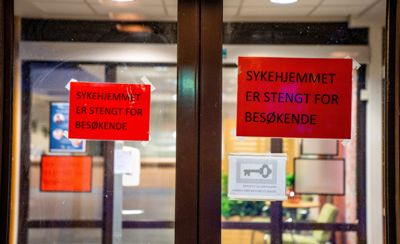 Allerede i starten av februar kom det nye, nasjonale føringer for besøk på sykehjem. Men flere sykehjem praktiserer fortsatt strenge besøksrestriksjoner av hensyn til de ansatte.