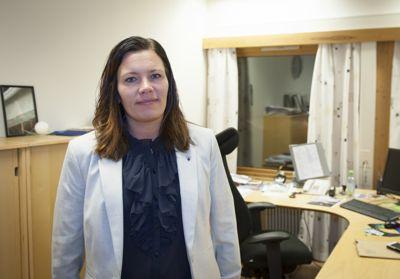 Ordfører Mariann Skotte (Sp) i Lesja er kritisk til at hun er blandet inn i en sak som handler om samarbeidsproblemer mellom ordføreren og rådmannen i Dovre.