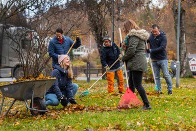 Når næringslivet og kommuneledelsen ser på innvandrere som en avgjørende ressurs for å få til god utvikling, klarer de å få med velforeninger, grendelag og idrettslag, skriver Marit L. Mellingen og Marianne Solbakken.