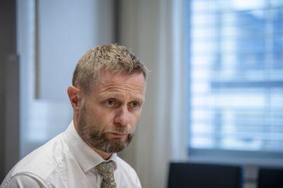 – Der det er lokale utbrudd er det fortsatt nødvendig med tøffe tiltak for å slå ned smitten, sa helseminister Bernt Høie under onsdagens pressekonferanse.