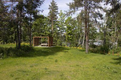Lilleøya gravlund på Fornebu blir inndelt i små soner, og grensen mot Lilleøya naturreservat er nesten usynlig.
