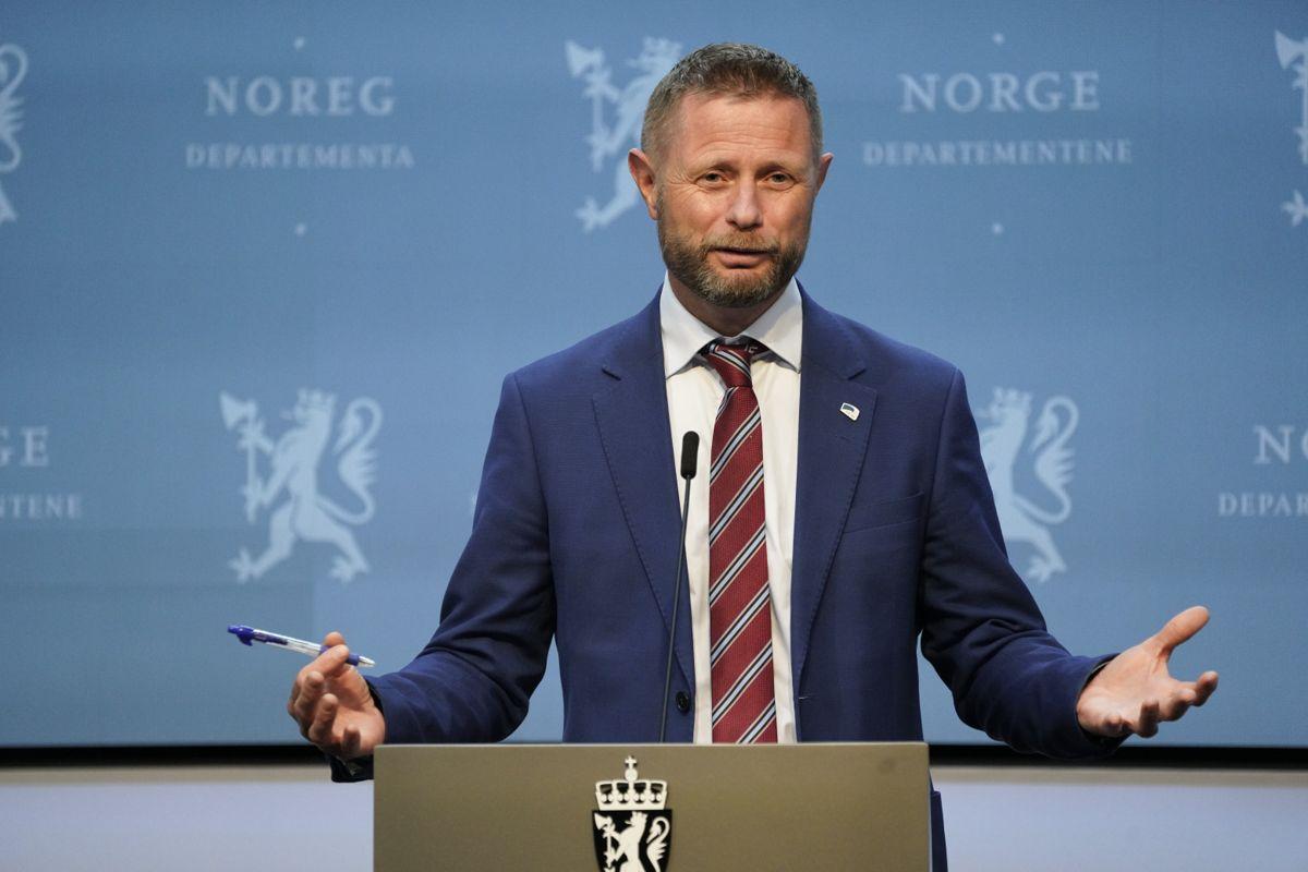 Helse- og omsorgsminister Bent Høie (H) skriver til Riksrevisjonen at han tar funnene alvorlig og vil vurdere hvordan anbefalingene kan følges opp.