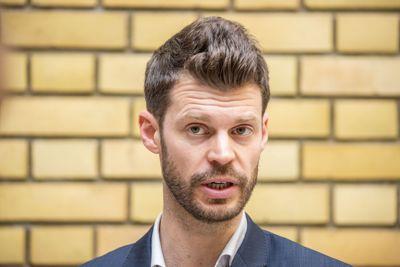 Bjørnar Moxnes (Rødt) kommenterte etter at statsminister Erna Solberg (H) mandag møtte i Stortinget for å fortelle hvilke konklusjoner regjeringen har dratt av Koronakommisjonens rapport. FOTO: TORE KRISTIANSEN, VG