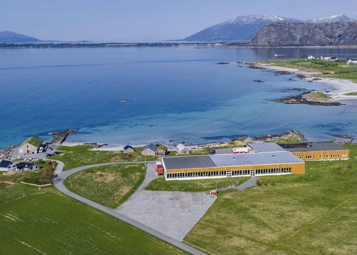 På øya Giske i Giske kommune startet Møllers tran sin produksjon i 1852. I dag er tranproduksjonen byttet ut med ca. 50 arbeidsplasser, i blant annet et lydstudio, et eventselskap, et filmselskap og programutviklere.