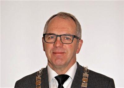 Ordfører Ove Gundersen (KrF) i Froland kommune innrømmer at de ikke har sett behovet for å kutte så mye som de burde.