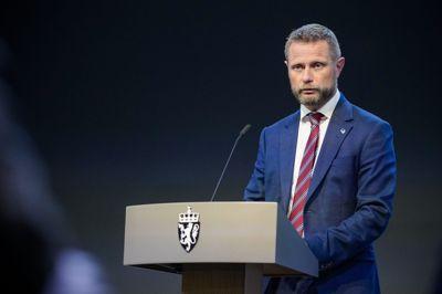 Regjeringen holder pressekonferanse Oslo 20210614. Helseminister Bent Høie (H) under regjeringens pressekonferanse om bruk av koronasertifikatet.