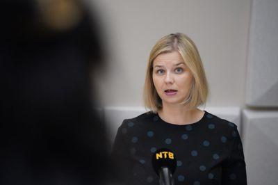 Kunnskaps- og integreringsminister Guri Melby (V) har mottatt en rapport med tiltak for å bøte på tapt læring og sosialt fellesskap for skoleelever under pandemien.