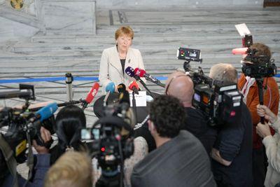 Oslo-ordfører Marianne Borgen (SV) møter pressen i Oslo rådhus onsdag etter at det ble klart at byrådet går av som følge av mistillitsforslaget mot miljøbyråd Lan Marie Berg (MDG).