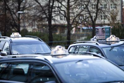 En eventuell Arbeiderparti-ledet regjering vil reverese reformen som åpner for mer konkurranse i drosjenæringen.