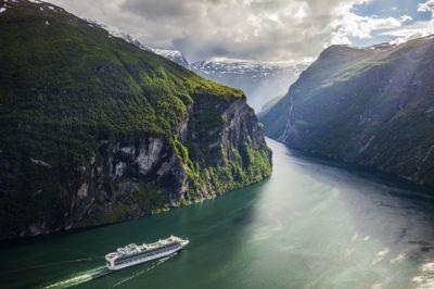 Utslippene fra kysttrafikk og utenlandsk sjøfart er lavere enn antatt.