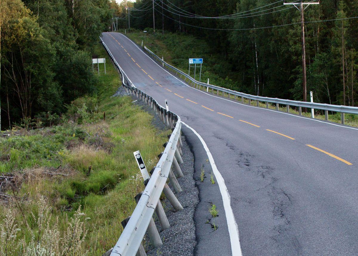 Vedlikeholdsetterslepet på landets 45.000 km fylkesveier er på ca. 80 milliarder. Med dagens rammer gitt av regjering og storting vil ta 20–30 år å få bukt med det, skriver Ivar Prestbakmo.