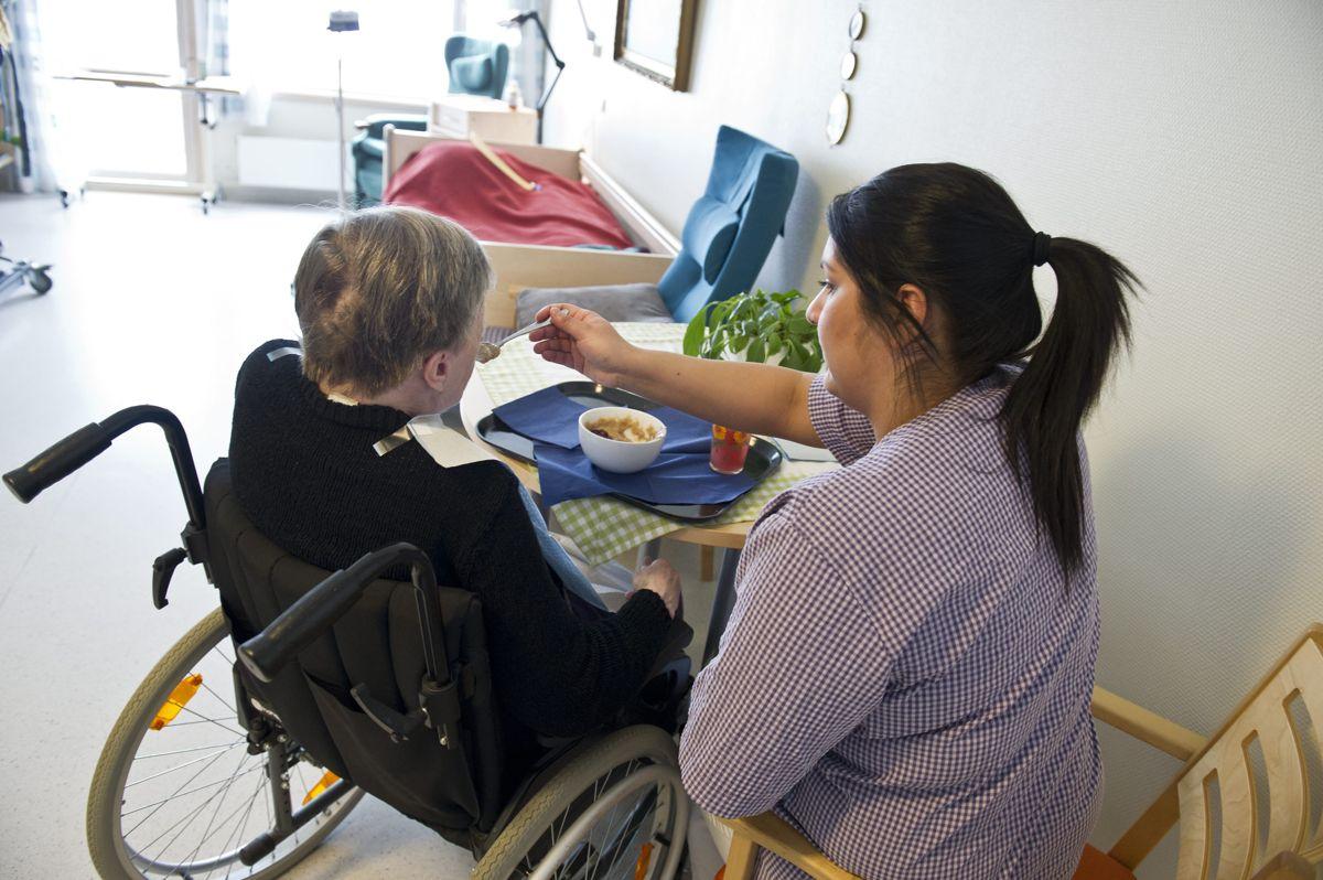 En studie blant ansatte på norske sykehjem viser at forsømmelser, vold og overgrep er utbredt på norske sykehjem.