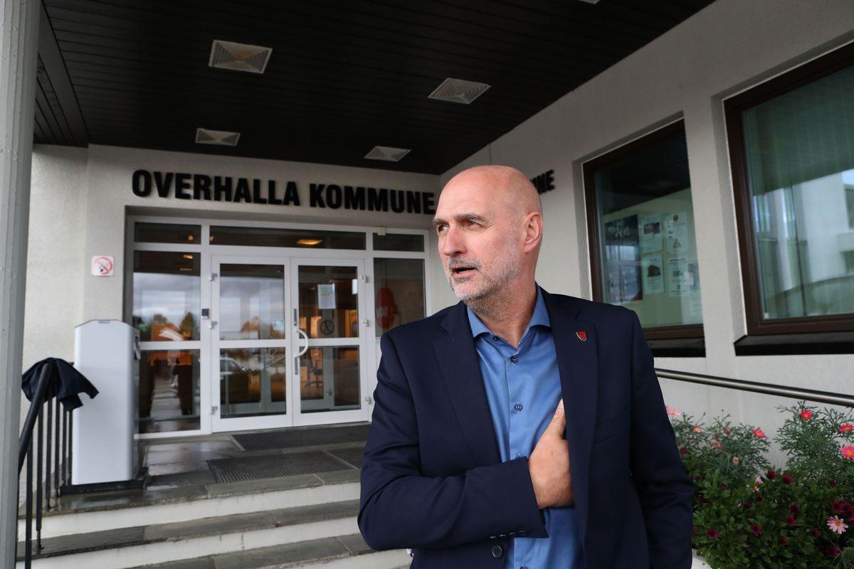 Slik var Overhalla-ordfører Per Olav Tyldum (Sp) muligens antrukket før han dro ut på storfugljakt rundt lunsjtid valgdagen. Han lader opp til valgvake i Steinkjer.