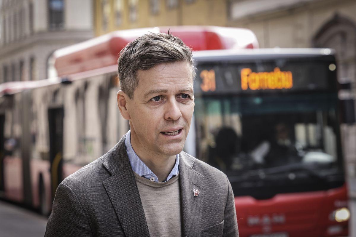 Samferdselsminister Knut Arild Hareide (KrF) forventer at elsparkesykkelaktører i kommuner som har oppfordret til det, som Oslo, innfører nattestengning.